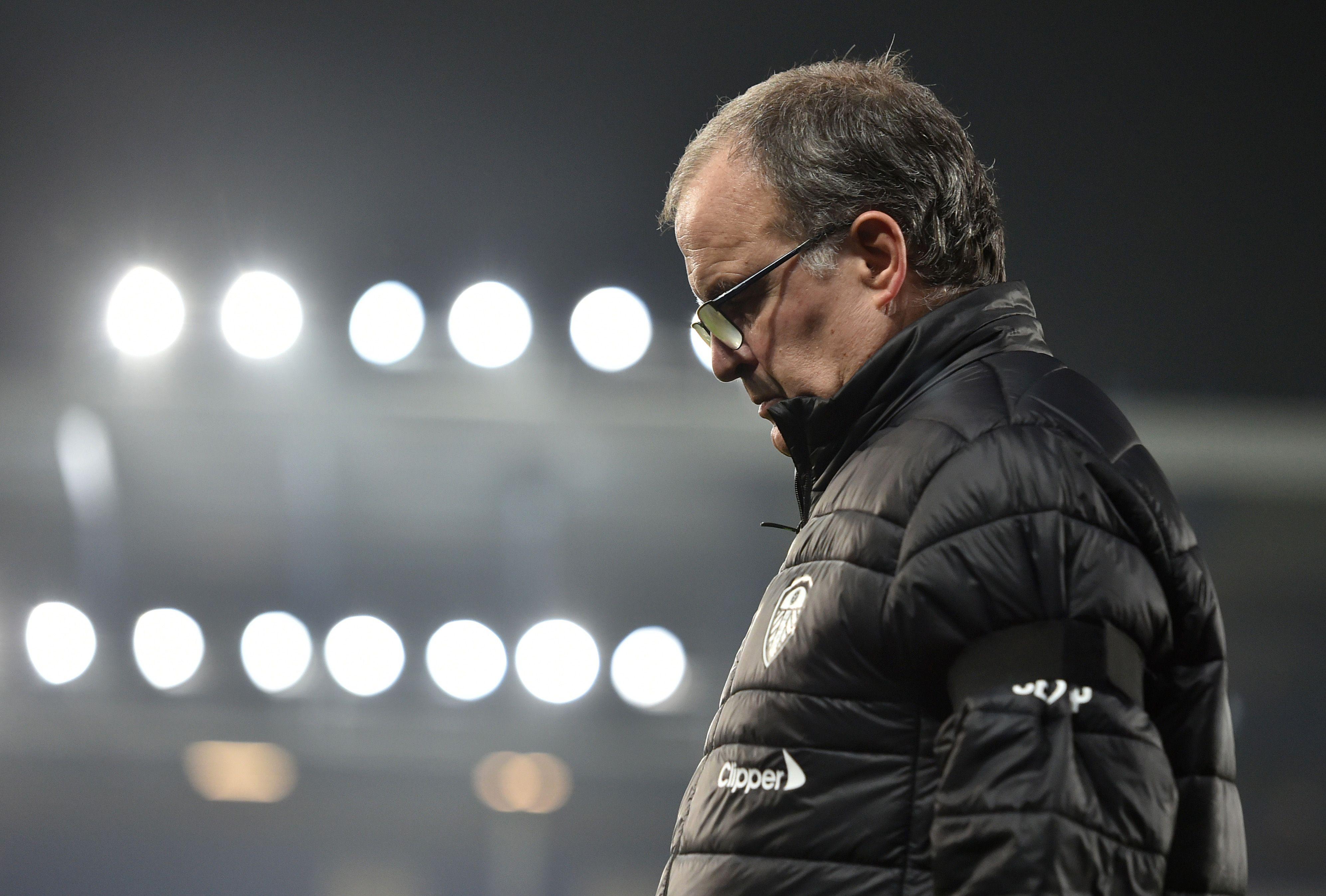 Bielsa prepara a su Leeds para afrontar uno de los compromisos más complicados de esta temporada: visitan al Chelsea (REUTERS/Peter Powell)