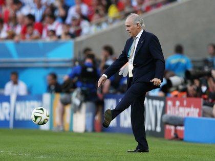 Alejandro Sabella, director técnico argentino, patea durante la final de Brasil 2014 donde perdió la selección argentina en el Maracaná.