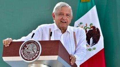 El presidente agradeció a los migrantes que realizan el envío de remesas a sus familiares, lo cual permite que haya una capacidad de compra y disminuya la crisis de consumo en el país (Foto: Presidencia de México)