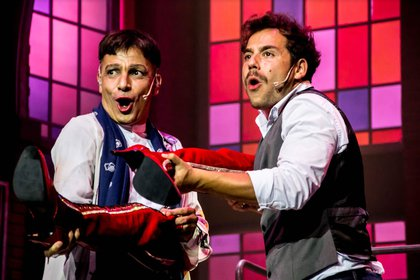 Martín Bossi y Fer Dente protagonizan la obra producida por Dabope y Rimas que lidera la taquilla porteña a dos semanas de su estreno (Crédito: Fiorella Martino)