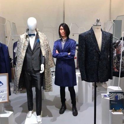 La colección incluye trajes, corbatas, chalecos, chaquetas y abrigos cuyos cortes no tienen nada de japonés o que evoquen a los famosos kimonos