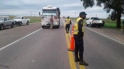 El control policial y de personal de salud se realiza a todos los conductores que ingresen a Santiago del Estero
