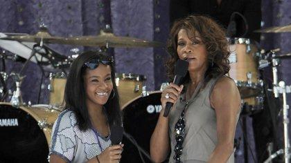 Whitney Houston junto a su hija Bobbi Kristina Brown