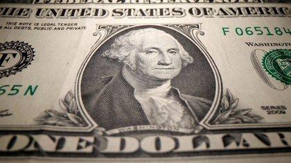 El dólar libre mantiene una ganancia de 124% en 2020. (Reuters)