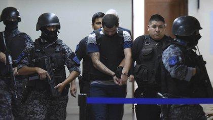 TELAM ROSARIO 25-01-18. El joven Alan Funes fue detenido en un departamento del complejo Fonavi, en Callao al 3900. Foto: Sebastián Granata