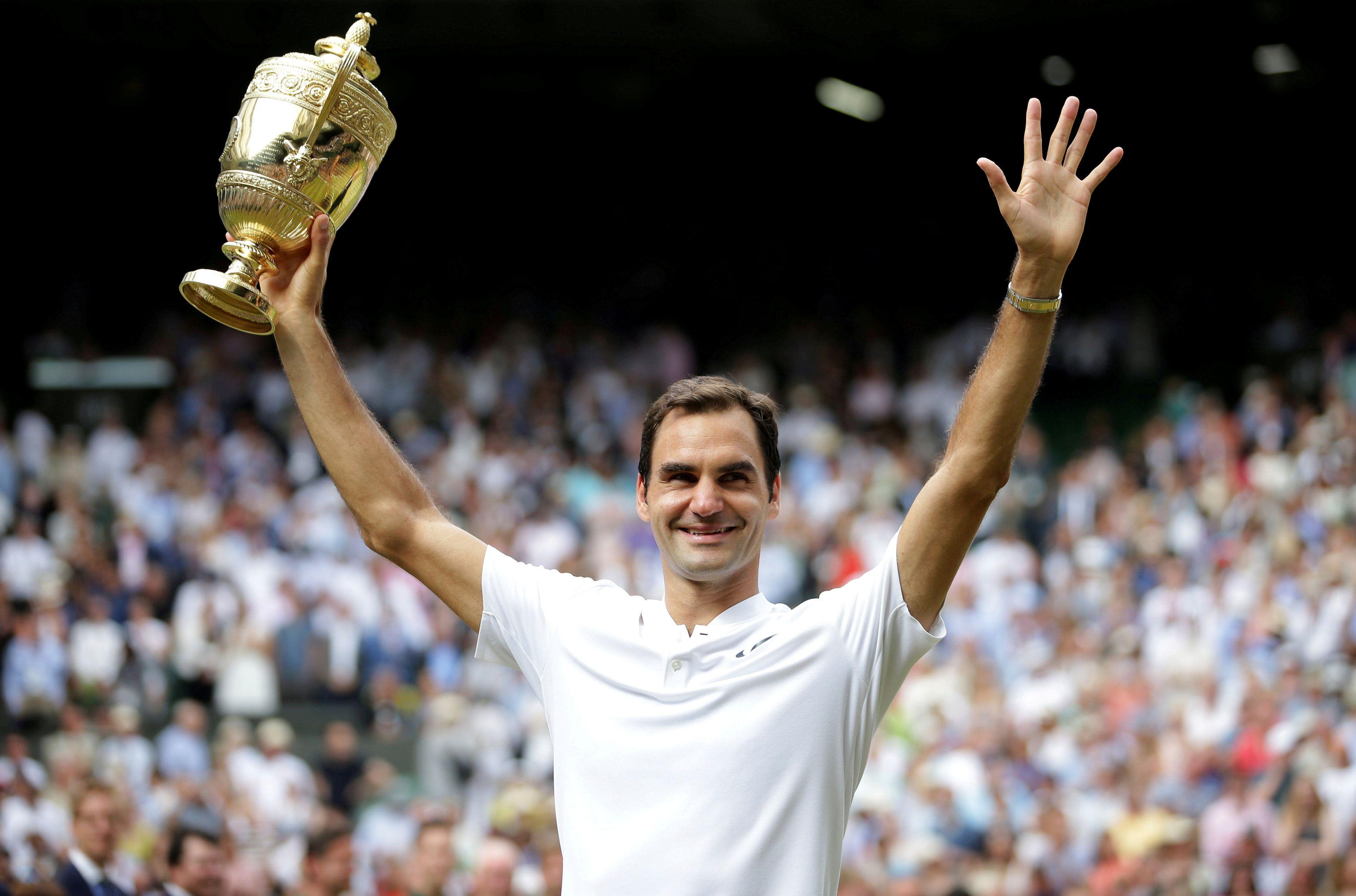 Roger y el trofeo de Wimbledon, una foto habitual (Foto: Reuters)