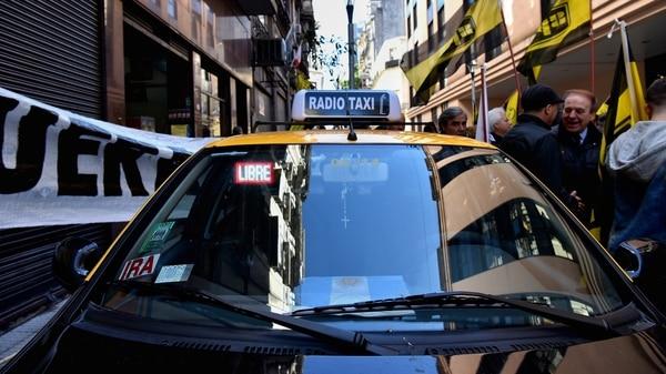 Los taxis argentinos generan desconfianza en todo el mundo (Foto: Gustavo Gavotti)
