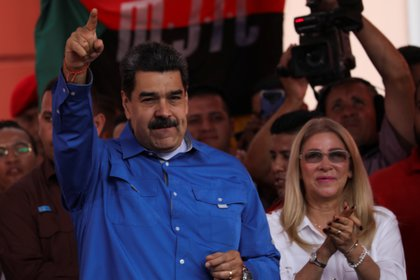 Nicolás Maduro con su esposa Cilia Flores. Ella es realmente la clave del poder de Maduro (REUTERS/Fausto Torrealba)