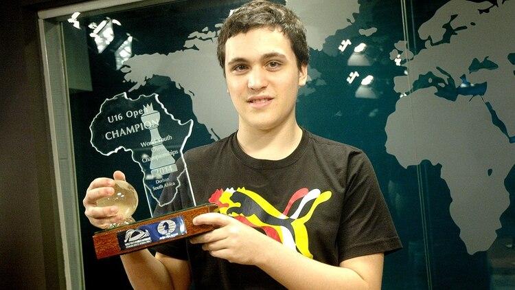 El juvenil Alan Pichot (el ajedrecista argentino que a más temprana edad logró el título de gran maestro) será la figura atrayente de un torneo online que organiza la municipalidad de Neuquén a partir de este sábado.