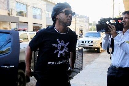 Foto de  archivo. Ronaldinho llega a la sede de la fiscalía paraguaya en Asunción para declarar tras una denuncia por el uso de pasaportes falsos al ingresar al país. Tomada el 5 de marzo de 2020 REUTERS/Jorge Adorno