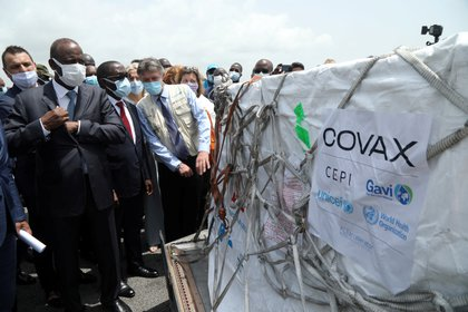 La llegada de vacunas del mecanismo Covax a Costa de Marfil (REUTERS/Luc Gnago/Archivo)