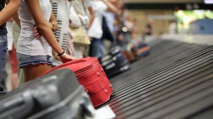 En el último año la salida neta de divisas por turismo supera los USD 10.000 millones (iStock)