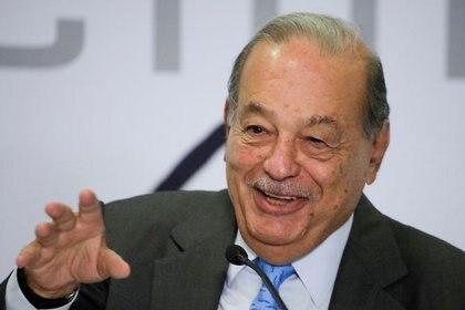 FOTO DE ARCHIVO: El multimillonario mexicano Carlos Slim durante una conferencia de prensa en Ciudad de México, el 16 de octubre 2019. REUTERS/Luis Cortes