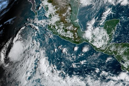 El fenómeno registra vientos máximos sostenidos de 45 km/h, y se espera que gane fuerza y evolucione a tormenta tropical (Foto: RAMMB/NOAA)