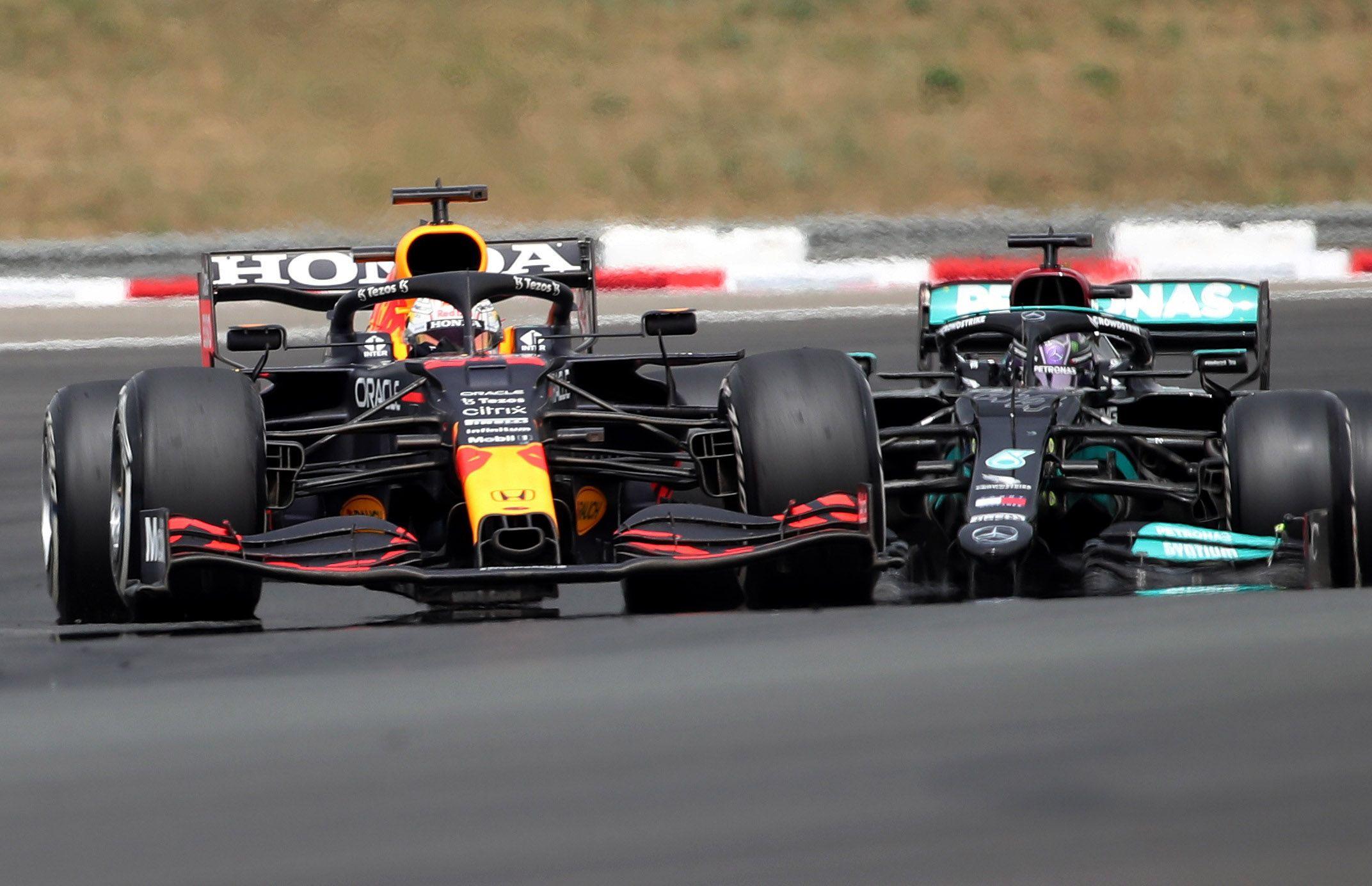 Max Verstappen delante de Lewis Hamilton en Paul Ricard, en Francia (Reuters/ Yves Herman)