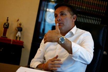 El ministro de Defensa de Bolivia, Fernando Lopez, denuncia que durante el gobierno de Evo Morales habitantes del Chapare fueron enviados para entrenamiento militar en Venezuela y Cuba (Reuters)