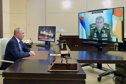 Putin festejó su cumpleaños con un exitoso ensayo militar (Reuters)