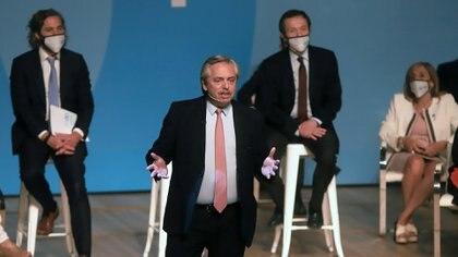 Alberto Fernández, Santiago Cafiero et Gustavo Beliz lors de l'annonce de la création du Conseil économique et social