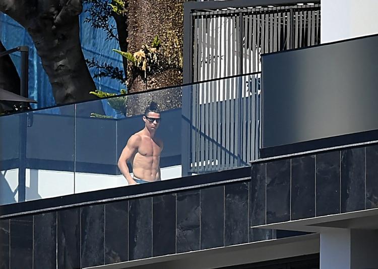 Cristiano Ronaldo, en su mansión en Portugal (AFP)