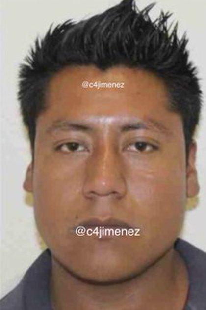 Raúl Flores Guzmán, de 34 años, es el presunto ladrón que fue golpeado en una combi en la México-Texcoco (Foto: Twitter@c4jimenez)