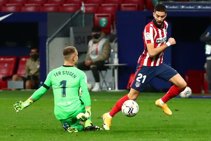 Carrasco converted with an empty goal after a false start by Ter Stegen- REUTERS / Sergio Perez