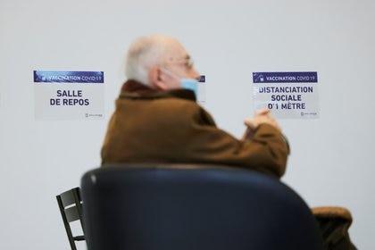 Centro de vacunación en Neuilly-sur-Seine, Francia (Reuters)