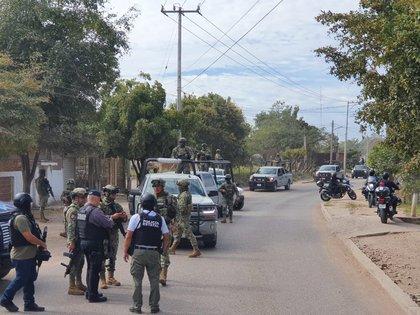 Fuerzas federales en la comunidad  Lomas de Rodriguera (Foto: Twitter/@Mtro_CCastaneda)