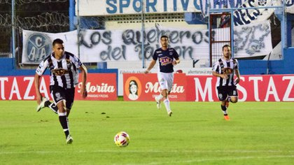 El Pincha de Caseros completó una gran temporada y logró ascender a la B Nacional (@EstudiantesOK)