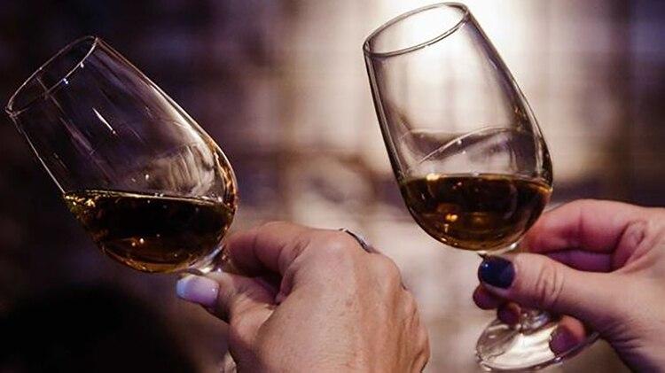 El whisky no tiene género, y cada vez más mujeres se meten en un mundo tradicionalmente asociado a los hombres (Women Whisky)