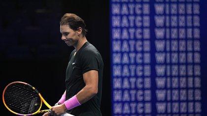 Con esta derrota, Nadal deberá ganar en su último encuentro ante Tsitsipas si es que quiere clasificarse a semifinales Foto. REUTERS/Toby Melville
