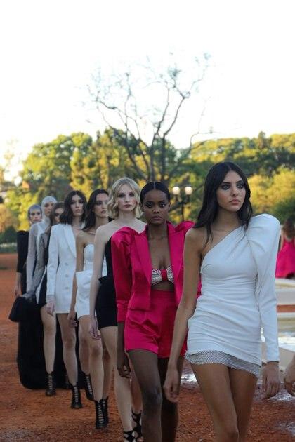 """Los mini vestidos fueron los grandes protagonistas del desfile de María Gorof llamado """"Alive"""""""