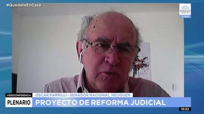 Oscar Parrilli, promotor en público del agregado que apunta a condicionar a los medios periodísticos.