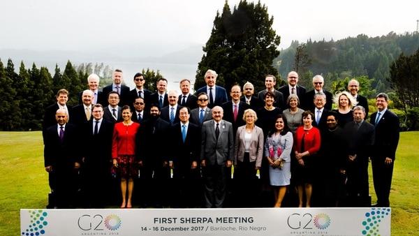 La foto de familia d los 23 representantes del G20 en el Llao Lao de Bariloche, en diciembre de 2017