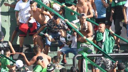 16/02/2020, Buenos Aires: Incidentes violentos en la tribuna de los simpatizantes de Chicago, durante el encuentro en el que reciben a Temperley.Foto: Alfredo Luna/Télam/CF