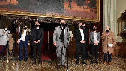 Mario Negri y los otros integrantes de la conducción de JxC, al anunciar que impugnarán la sesión virtual.