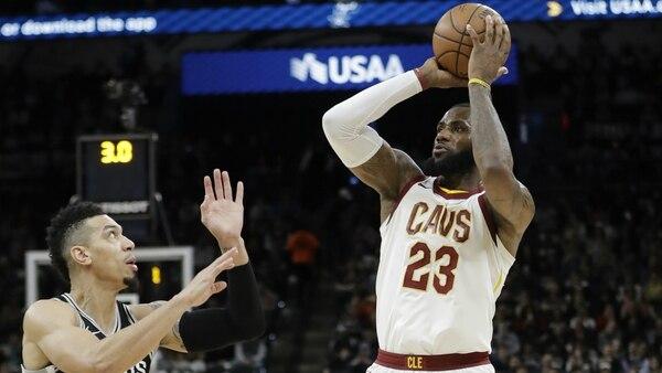 LeBron James se convirtió en el jugador más joven en alcanzar los 30.000 puntos
