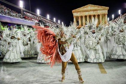 Miembros de la escuela de samba Unidos da Tijuca en la segunda noche del desfile de carnaval en el Sambódromo de Río de Janeiro, 24 febrero 2020 (REUTERS/Ricardo Moraes)