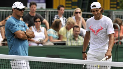 Toni Nadal junto a Rafa en Londres (2010). Foto: Javier Garcia/Shutterstock