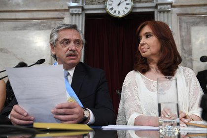 Alberto Fernández junto a Cristina Kirchner (Foto: JUAN CARLOS CÁRDENAS / Comunicación Senado)