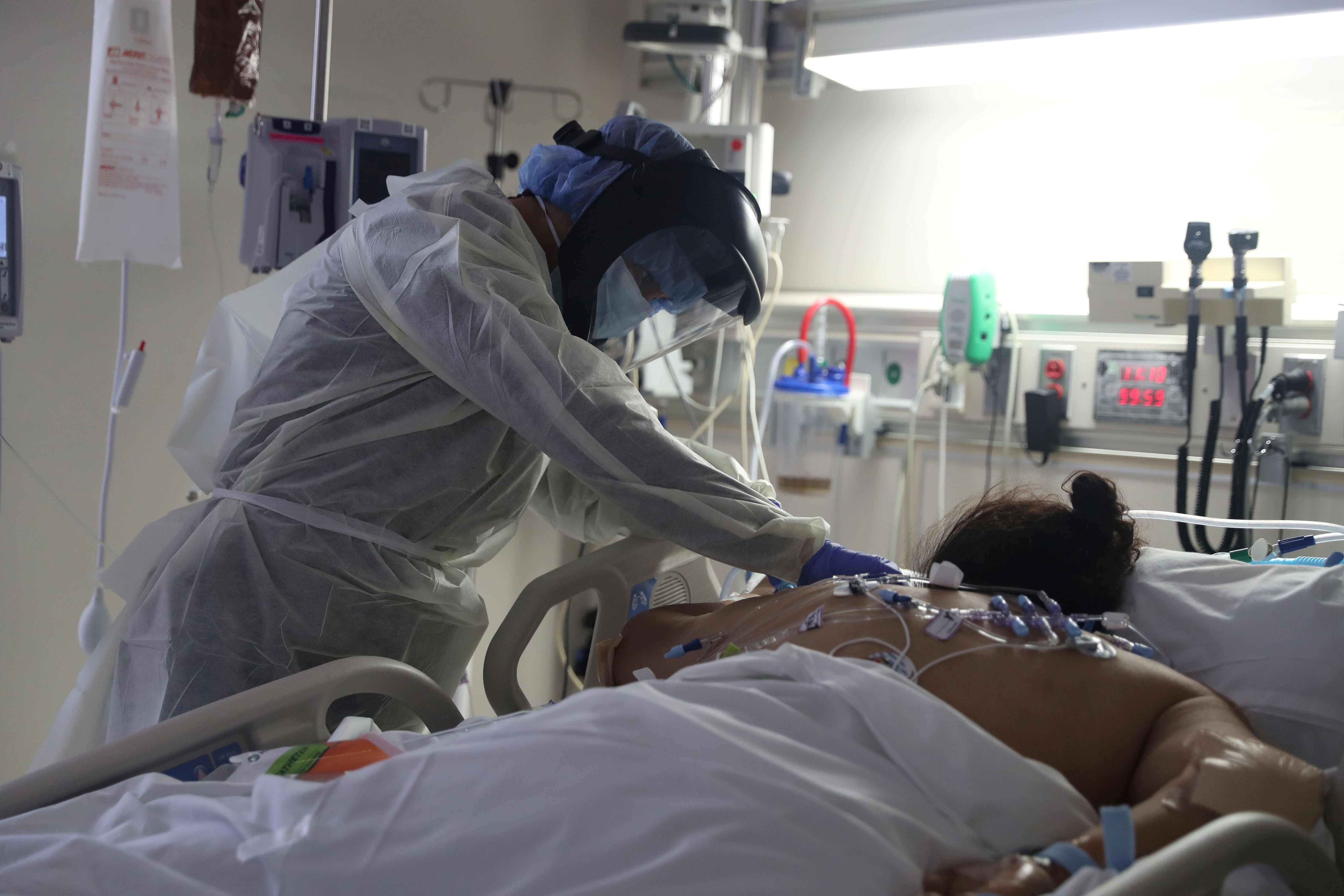 Tratamiento de cuidados intensivos en un hospital de California (Reuters)