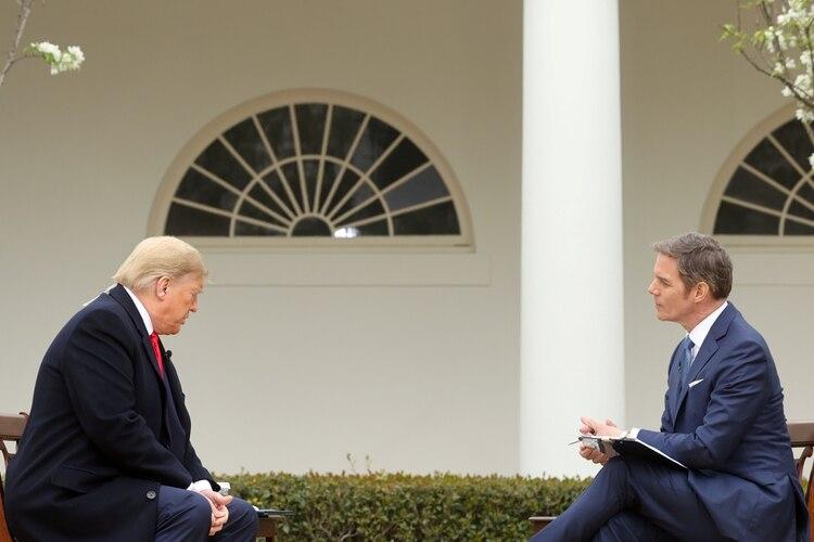 El Presidente de los Estados Unidos junto al presentador de Fox Bill Hemmer (REUTERS/Jonathan Ernst)