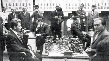 Una de las postales del histórico match entre la URSS y Resto del Mundo