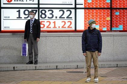 El Nikkei sube un 0,48 %, sorteando la caída en recesión de Japón. EFE/EPA/FRANCK ROBICHON/Archivo