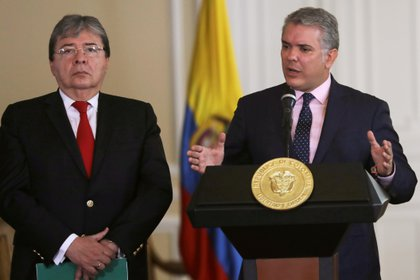FILE PHOTO: Colombia's President Ivan Duque speaks during a news conference, next to Colombia's Foreign Minister Carlos Holmes Trujillo at the Presidential Palace in Bogota, Colombia August 5, 2019. REUTERS/Luisa Gonzalez/File Photo