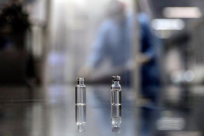 La vacuna antes debe de mostrar su efectividad y pasar por los estándares internacionales de calidad (Foto: EFE/Antonio Lacerda)