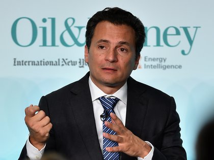 (FILES) In this file picture taken on October 6, 2015 Pemex Chief Executive Officer, Emilio Lozoya, speaks during the 2015 Oil & Money conference in central London. - Emilio Lozoya, a former chief executive of Mexico's state oil company PEMEX who was arrested in Spain in February 2020 accused of corruption, accepted his extradition to Mexico to face charges, Mexico's Attorney General informed on June 30, 2020. Lozoya, PEMEX chief from 2012-18, is accused of accepting millions of dollars in bribes from scandal-tainted Brazilian construction giant Odebrecht. (Photo by Ben STANSALL / AFP)