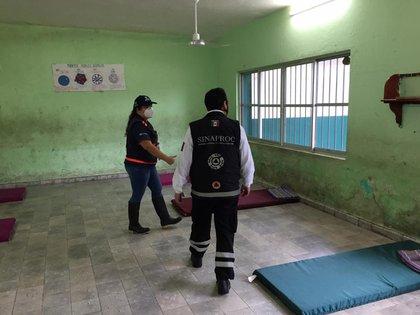 Preparación de refugios para ciudadanos evacuados (Foto: Twitter / @ CNPC_MX)