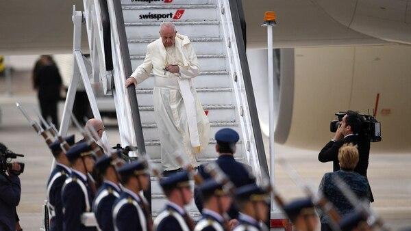 Francisco, al bajar del avión (AFP)