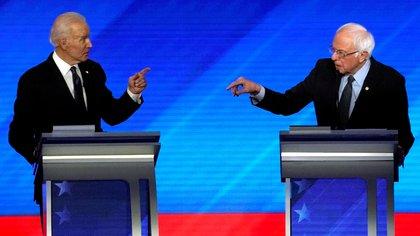 Joe Biden y Bernie Sanders. Foto: REUTERS/Brian Snyder