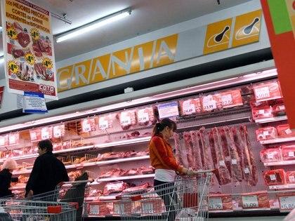 Los cortes se podrán conseguir a ese precio en varias cadenas de supermercado (Télam)